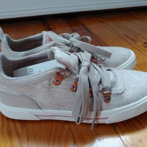 NWT Roxy beige and Rose Gold Sneaker